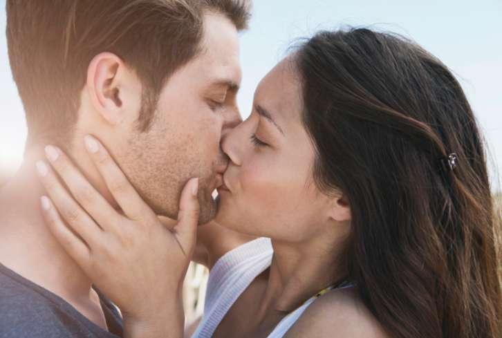 Cómo hacer un beso francés perfecto Guía paso a paso