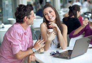 Cómo saber si una chica te gusta 25 signos sorprendentes!