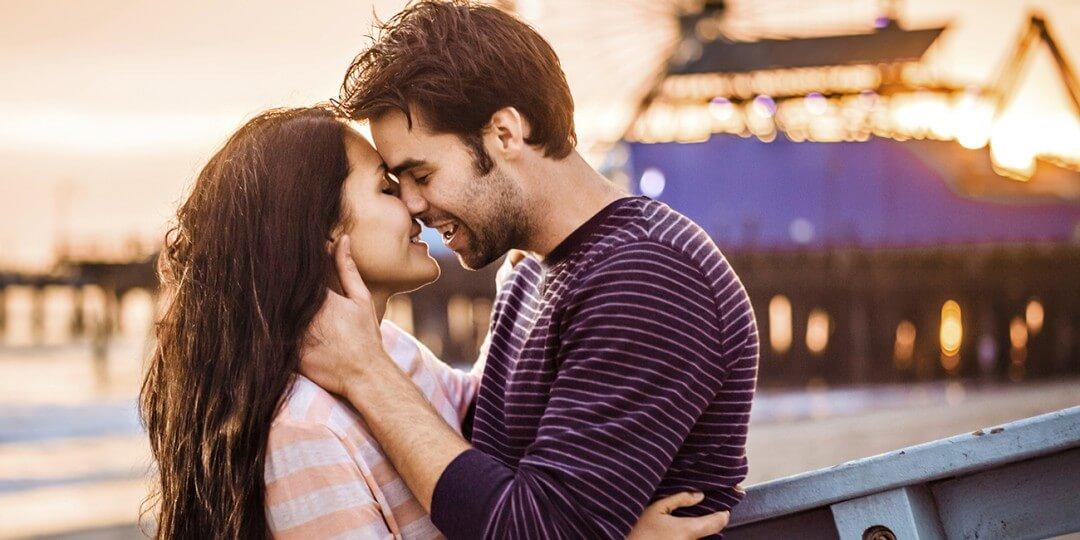Cómo y cuándo besar a una chica por primera vez: los entresijos del proceso