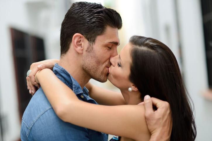 7 maneras diferentes de besarse para una amante apasionada