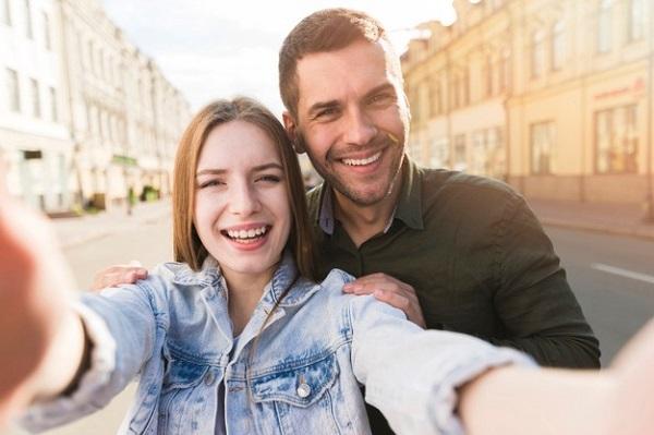 cómo conquistar a una mujer con novio