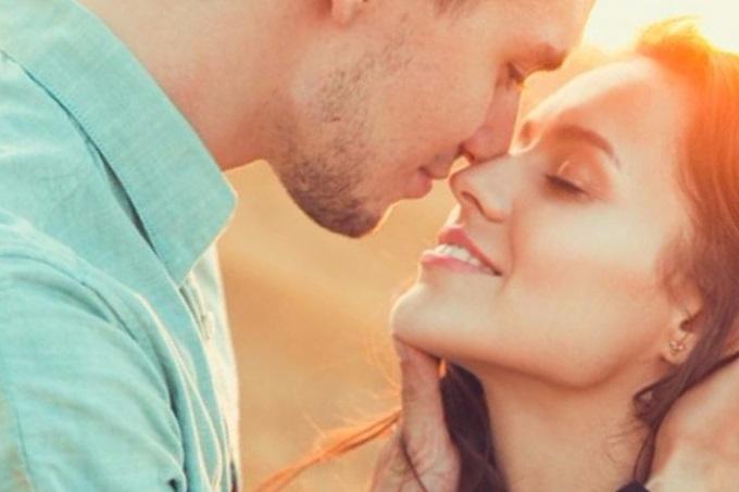 Cómo debe comportarse una mujer para enamorar a un hombre